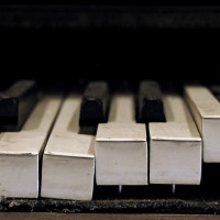 broken-piano-keys