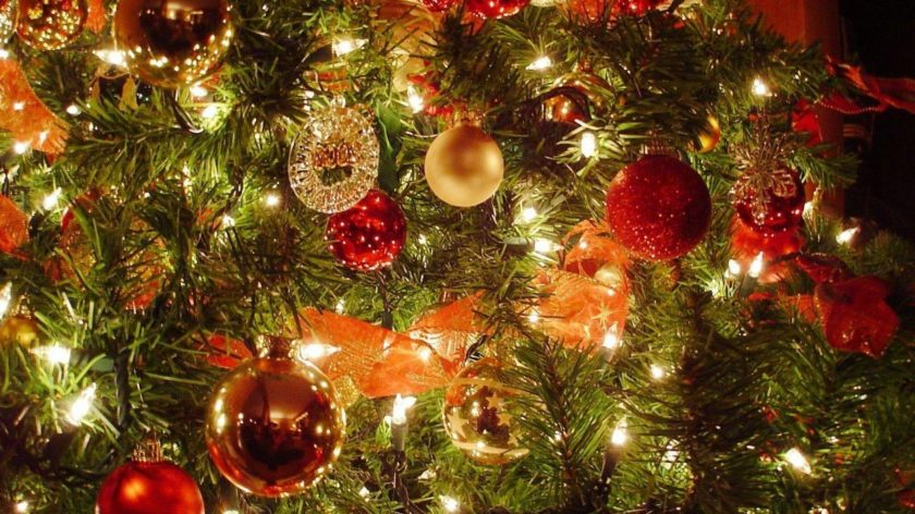 christmas-celebration-garlands-decorations-wallpapers-tree-wallpaper